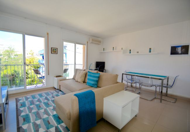 Apartment in Sitges - AQUA great 3 bedroom apartment looking onto the beach